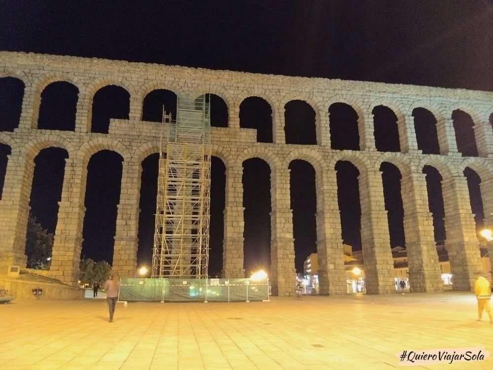 Viajar sola a Segovia, acueducto