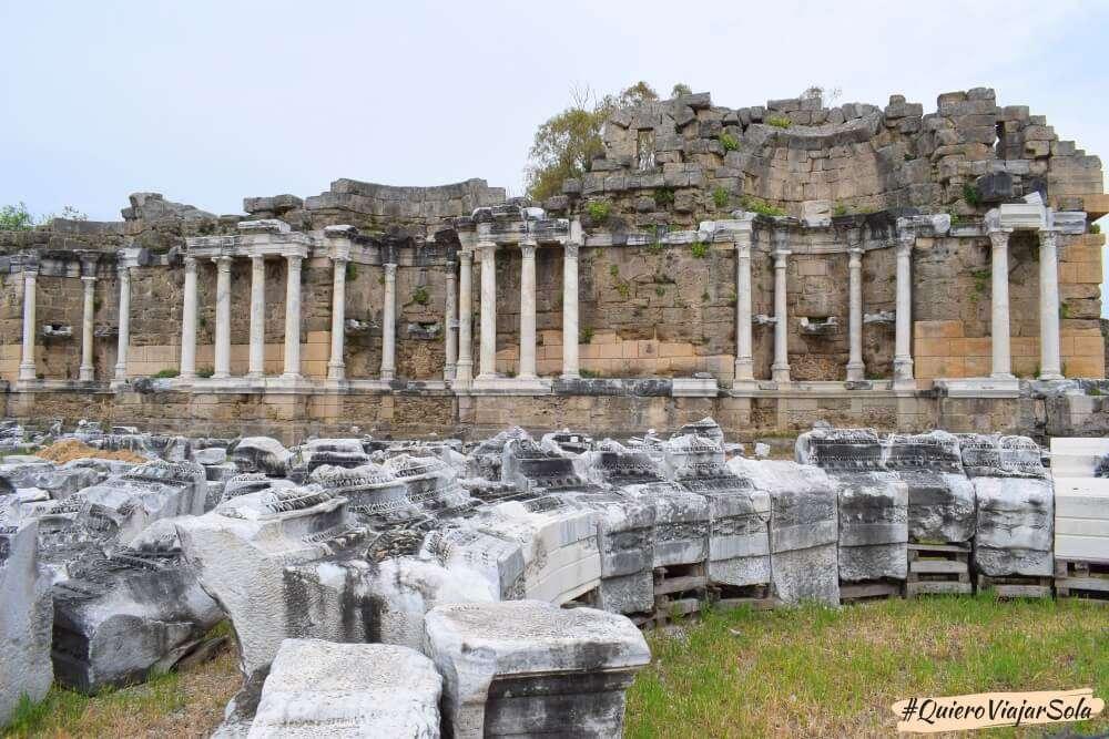 Viajar sola a Antalya y Alanya, Side