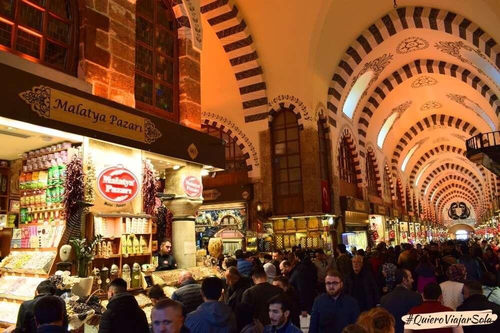 Viajar sola a Estambul, Mercado de las Especias