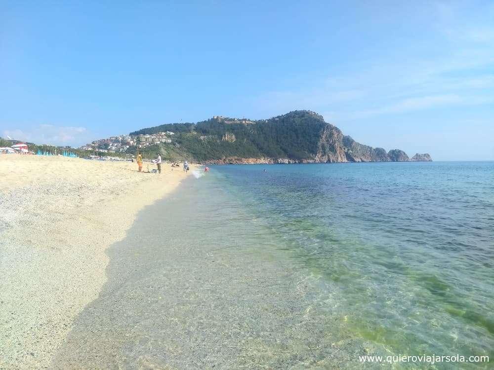 Viajar sola a Antalya y Alanya, playa de Cleopatra