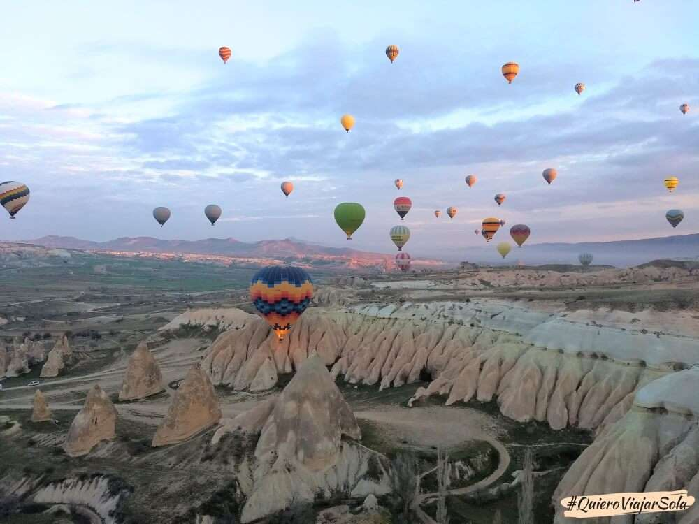 Viajar sola a la Capadocia, volar en globo