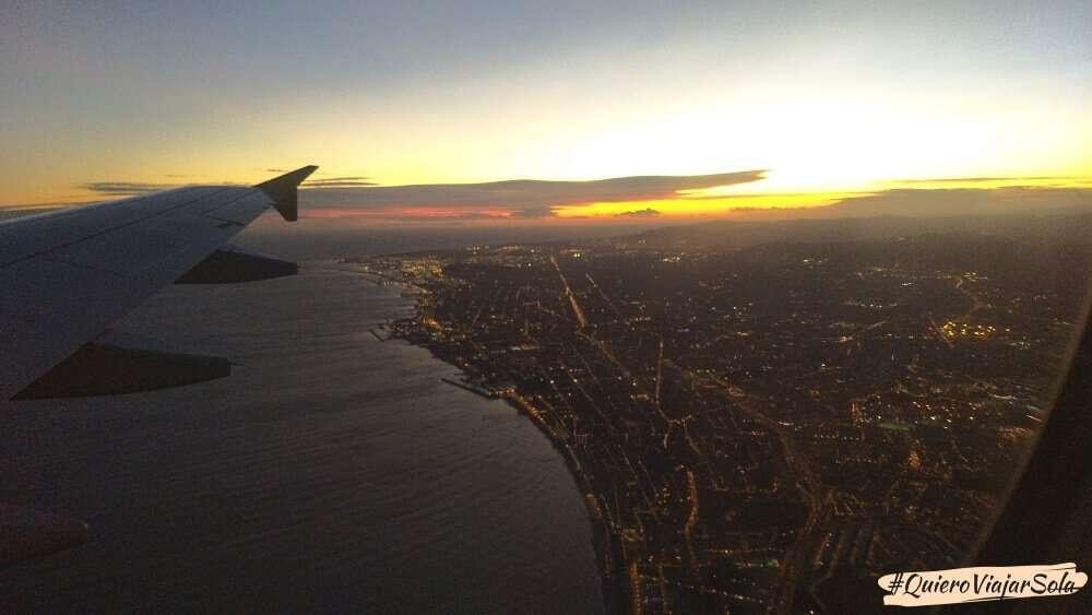 Viajar sola a Barcelona en avión