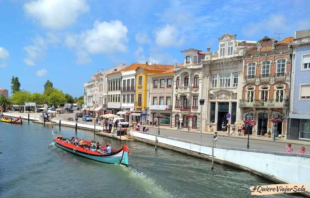Viajar sola a Aveiro, canales, moliceiros y Modernismo