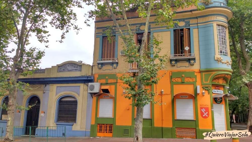 Viajar sola a Montevideo, casas antiguas