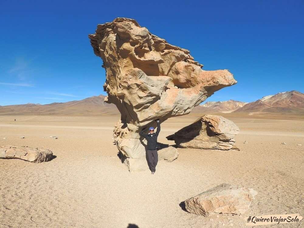 Viajar sola al Salar de Uyuni, desierto Siloli