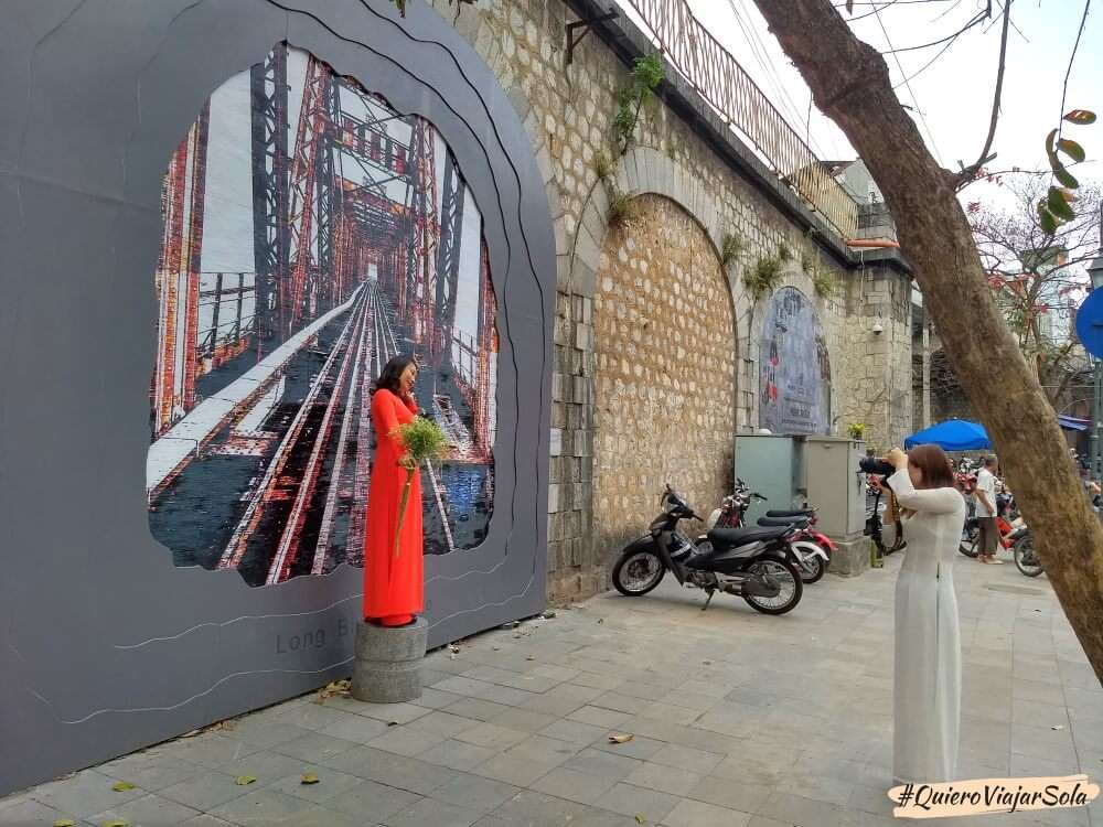 Viajar sola a Hanoi, murales