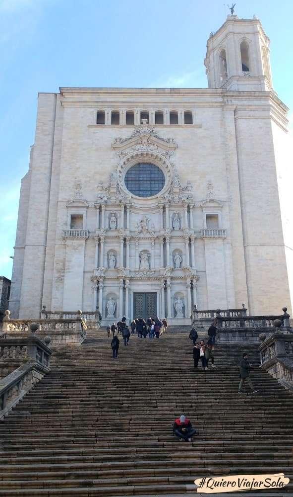 Viajar sola a Girona, escaleras de la Catedral