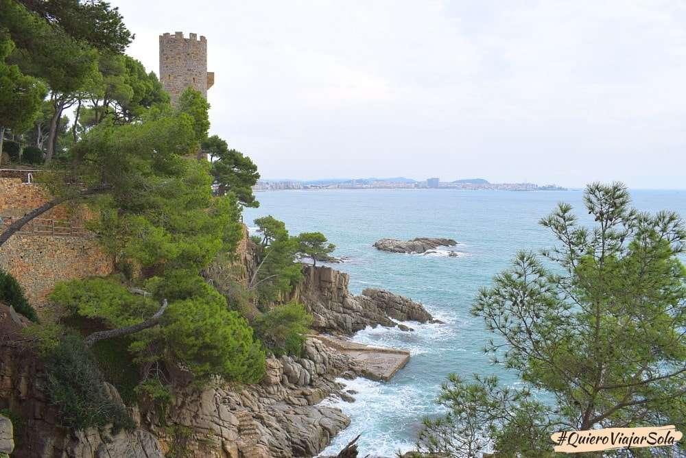 Viajar sola a la Costa Brava, Caminos de ronda