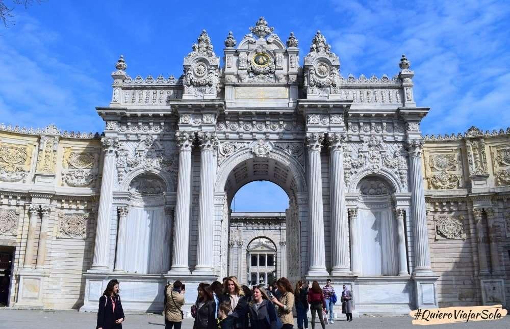 Palacio de Dolmabahçe, entrada