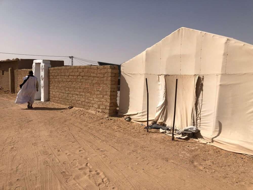 Viajar a un campo de refugiados, jaima