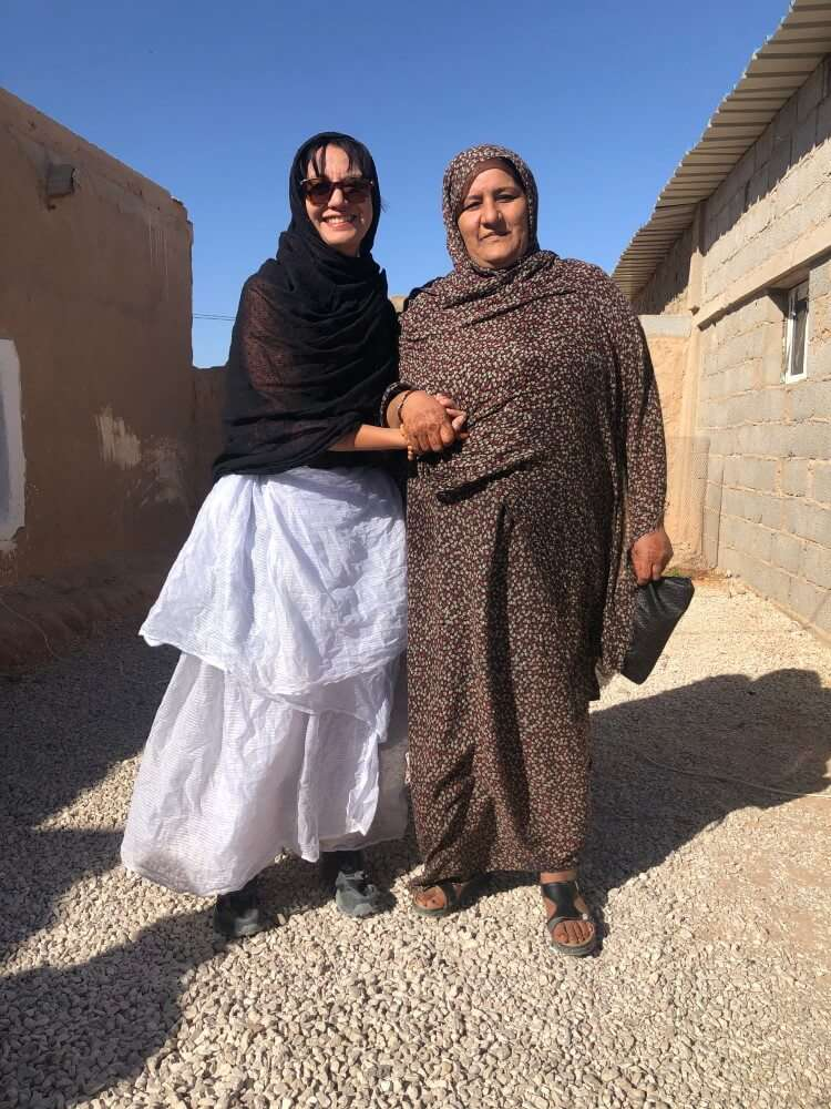 Viajar a un campo de refugiados, traje típico