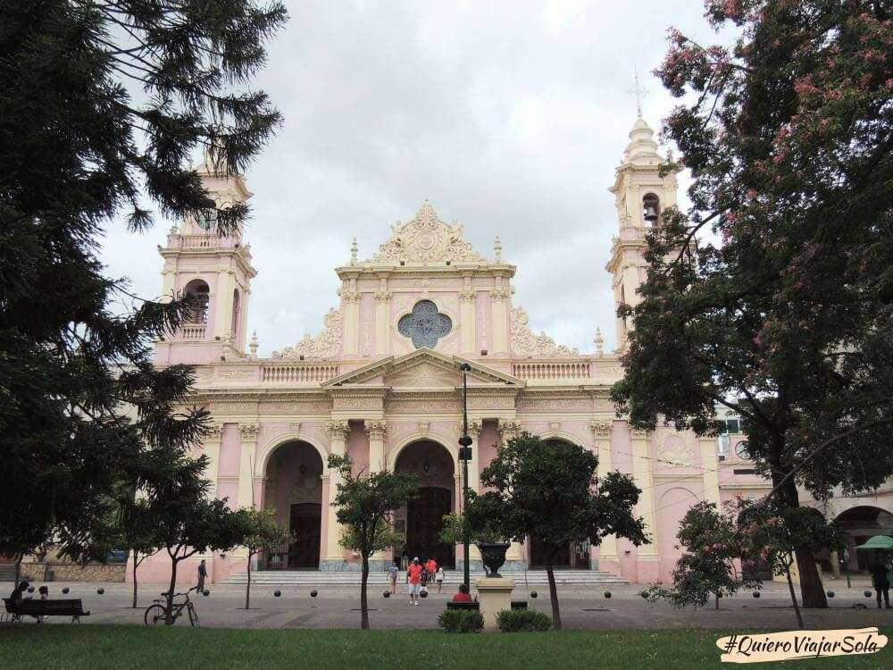 Viajar sola a Salta, Catedral