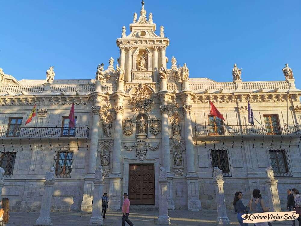 Viajar sola a Valladolid, Universidad