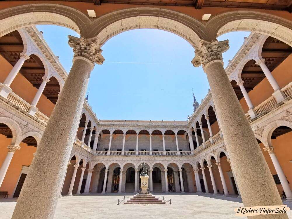 Viajar sola a Toledo, Alcázar