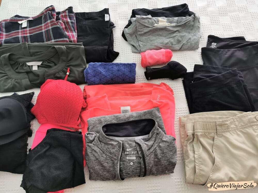 Mochila para el Camino de Santiago, ropa