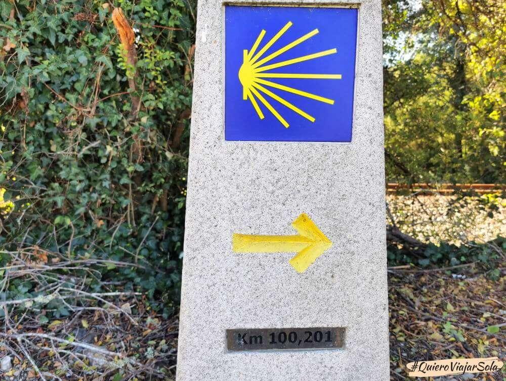 Camino de Santiago sola, mojón