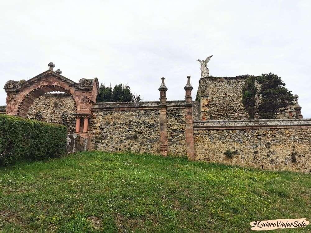 Qué ver en Comillas, cementerio modernista