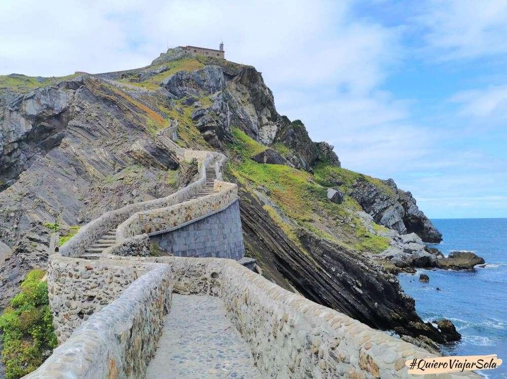 Visitar San Juan de Gaztelugatxe, escaleras