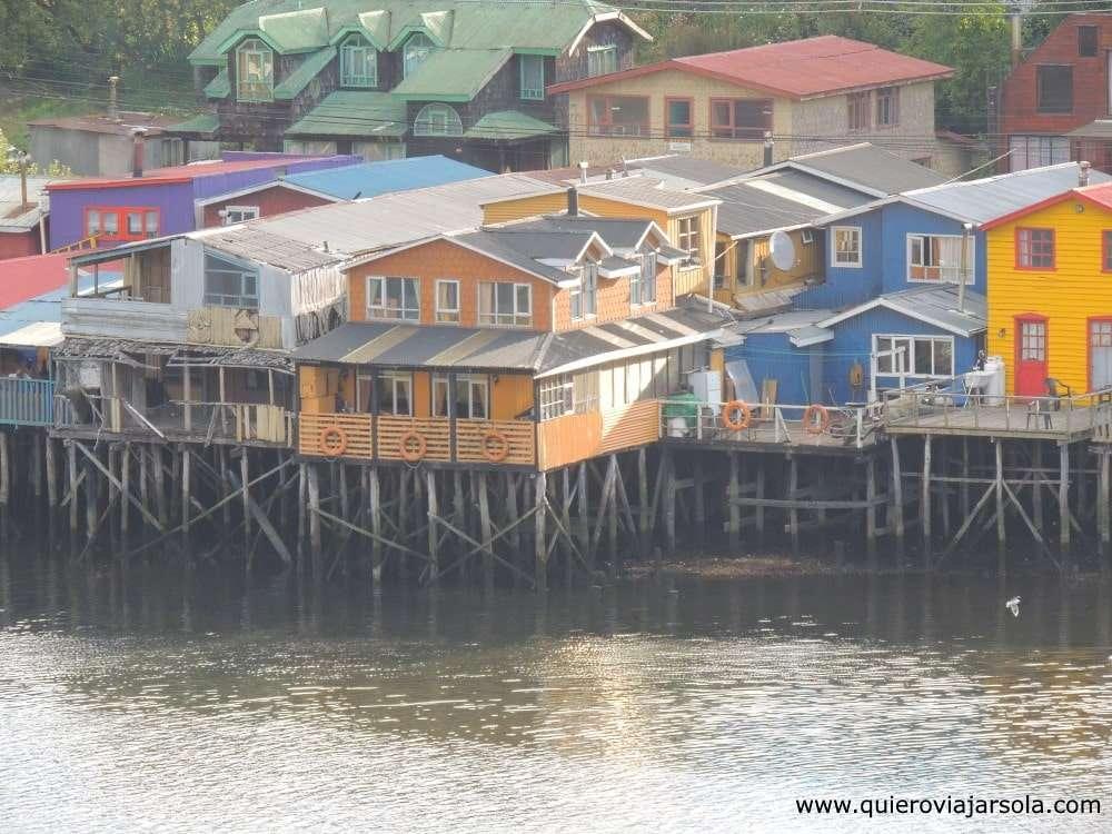Viajar sola a Chiloé, palafitos en Castro