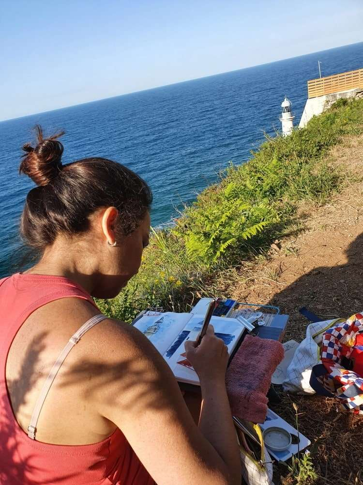 Viajar sola pintando, en Santoña