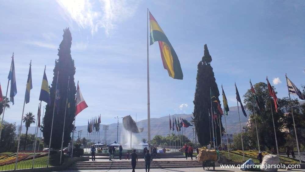 Viajar sola a Cochabamba, Plaza de las Banderas