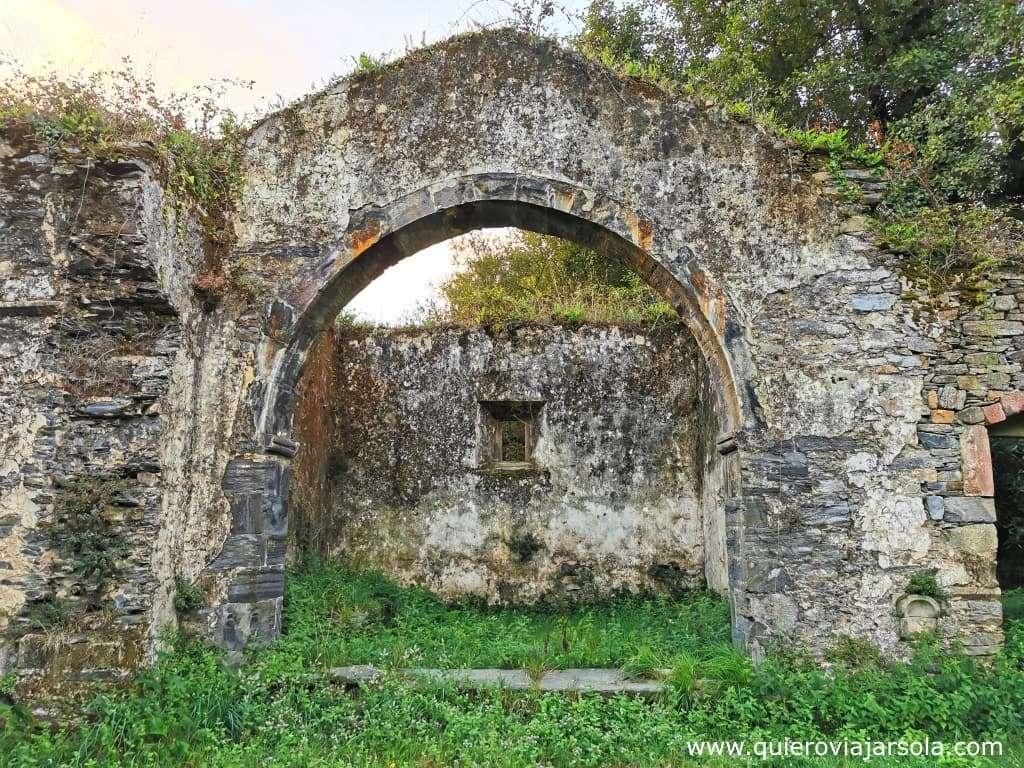 Qué ver en Luarca, ruinas iglesia de Santiago