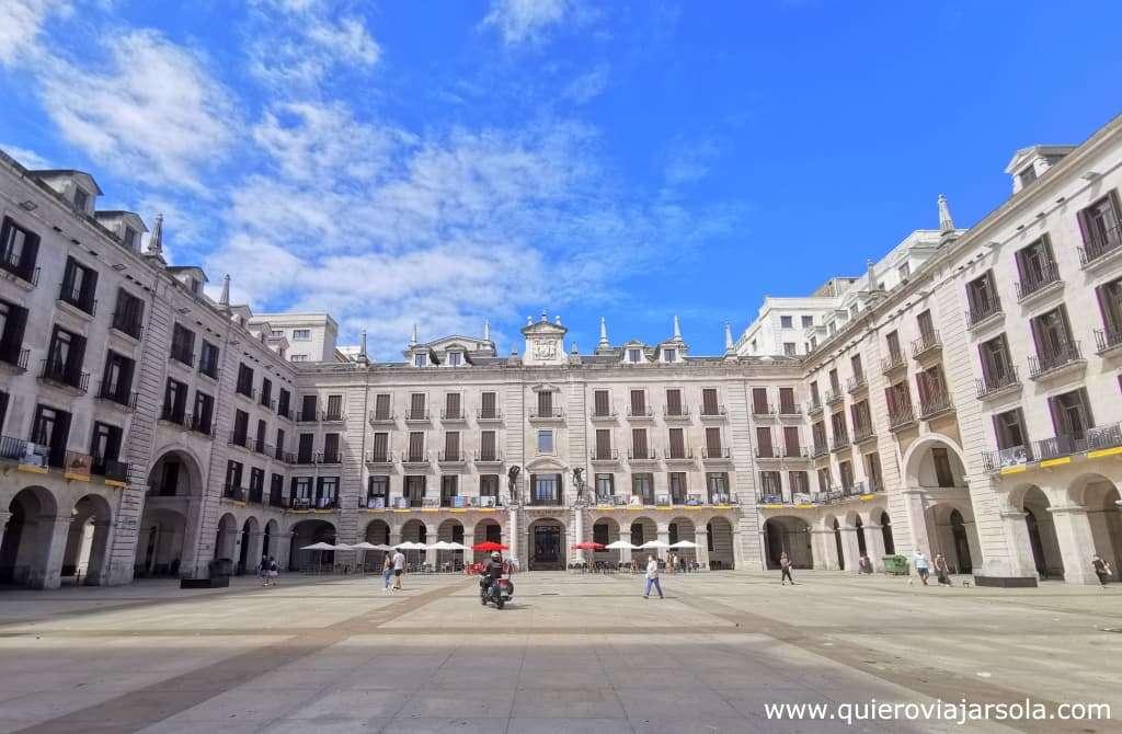 Viajar sola a Santander, plaza Porticada