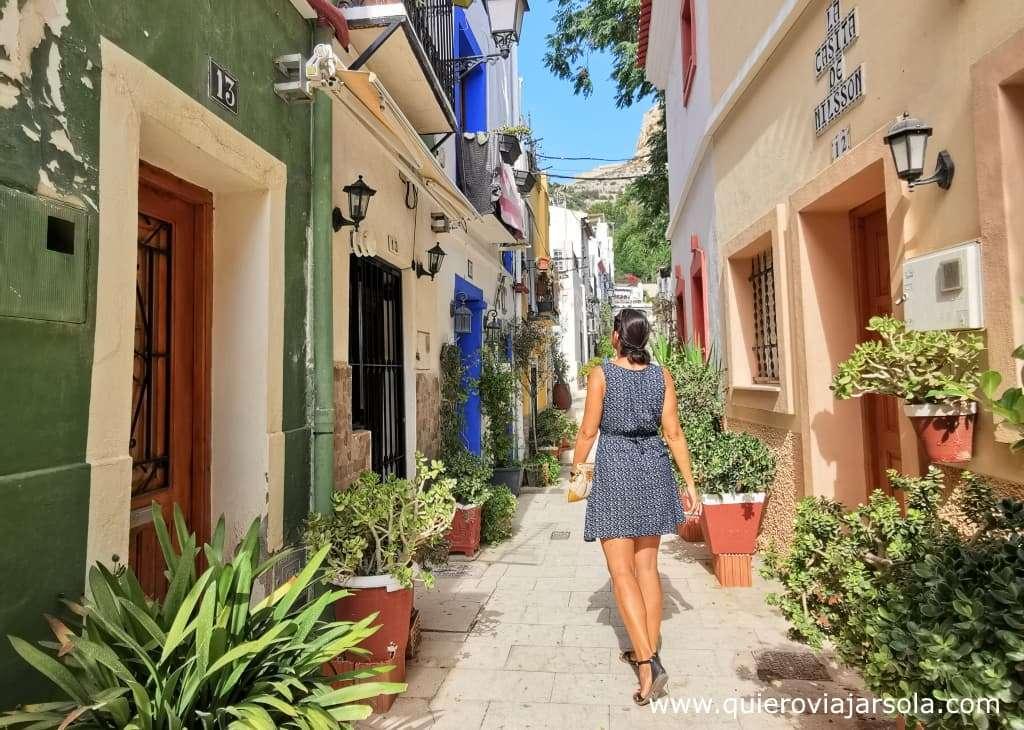 Viajar sola a Alicante, barrio de Santa Cruz
