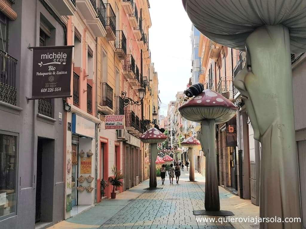 Viajar sola a Alicante, calle de las Setas